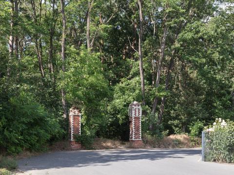 Gate posts, Hoppegarten, 2020